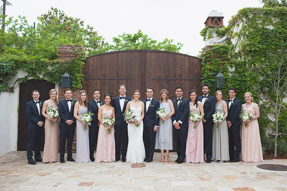 Rustic-wedding-at-the-villa-san-juan-capistrano-bride-and-groom-with-wedding-party