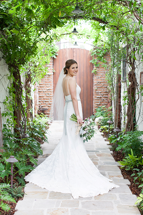 Rustic-wedding-at-the-villa-san-juan-capistrano-bride-holding-bouquet