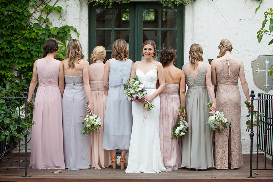 Rustic-wedding-at-the-villa-san-juan-capistrano-bride-with-bridesmaids