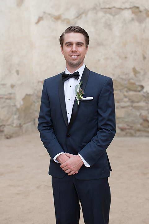 Rustic-wedding-at-the-villa-san-juan-capistrano-groom-navy-tuxedo