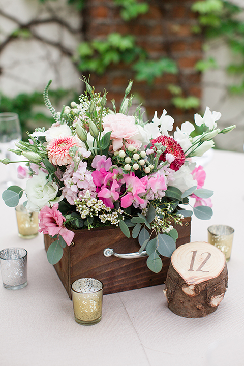 Rustic-wedding-at-the-villa-san-juan-capistrano-table-set-up