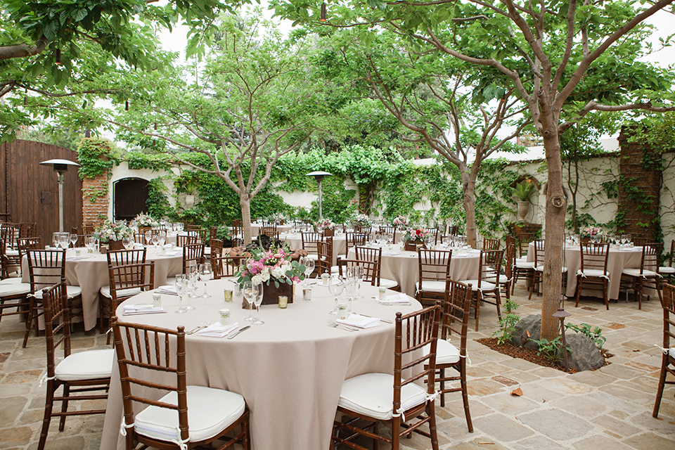 Rustic-wedding-at-the-villa-san-juan-capistrano-tables