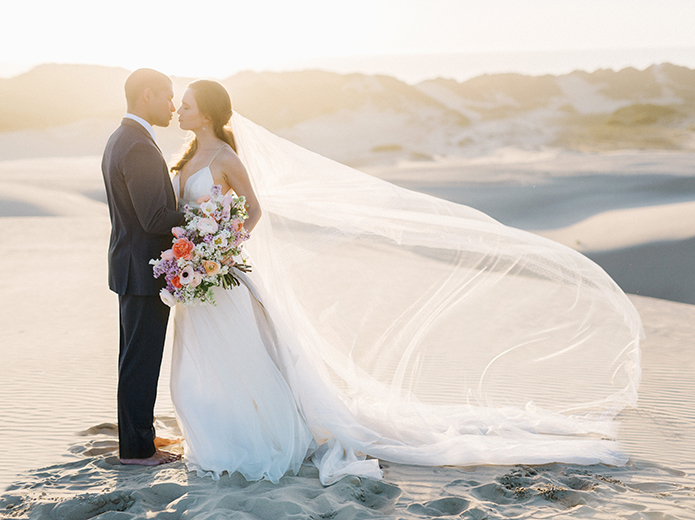 sand-dunes-wedding-shoot-bride-and-groom-kissing