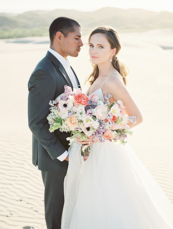 sand-dunes-wedding-shoot-bride-with-groom-holding-bouquet