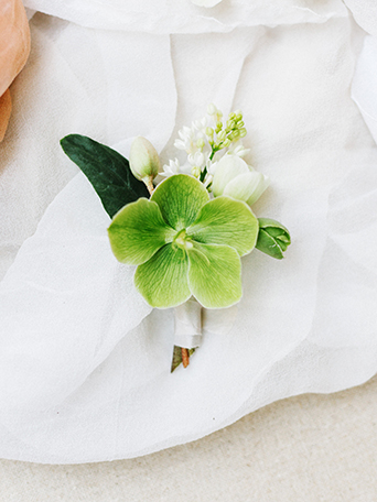 sand-dunes-wedding-shoot-green-flower-decor-and-white-sheer-linen