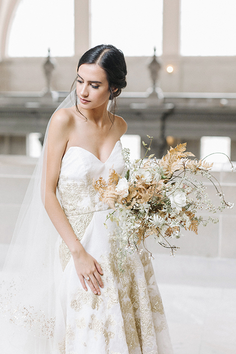 San-francisco-glamorous-wedding-at-city-hall-bride-holding-bouquet