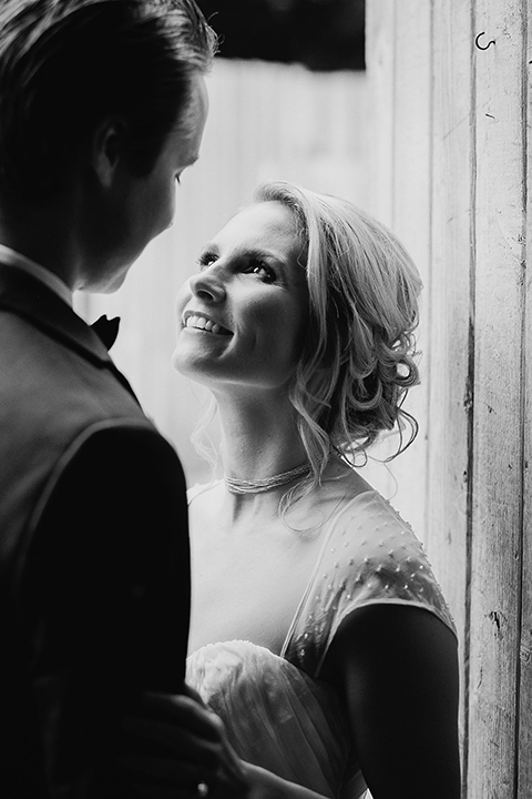 Temecula-stonehouse-wedding-shoot-bride-and-groom-hugging-black-and-white