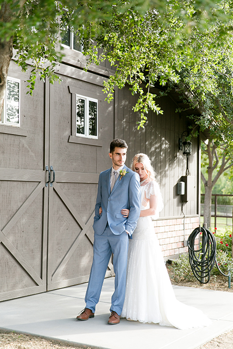 Sweet-oaks-ranch-outdoor-wedding-shoot-bride-and-groom-hugging-back-close-up