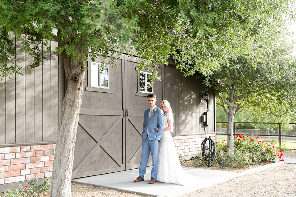 Sweet-oaks-ranch-outdoor-wedding-shoot-bride-and-groom-hugging-back