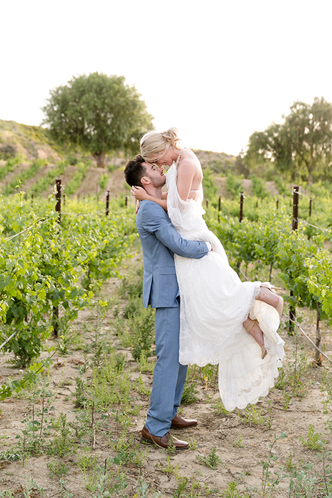 Sweet-oaks-ranch-outdoor-wedding-shoot-bride-and-groom-standing-kissing