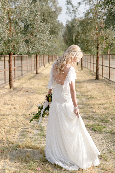 Sweet-oaks-ranch-outdoor-wedding-shoot-bride-back