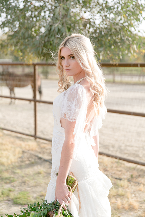Sweet-oaks-ranch-outdoor-wedding-shoot-bride-holding-bouquet