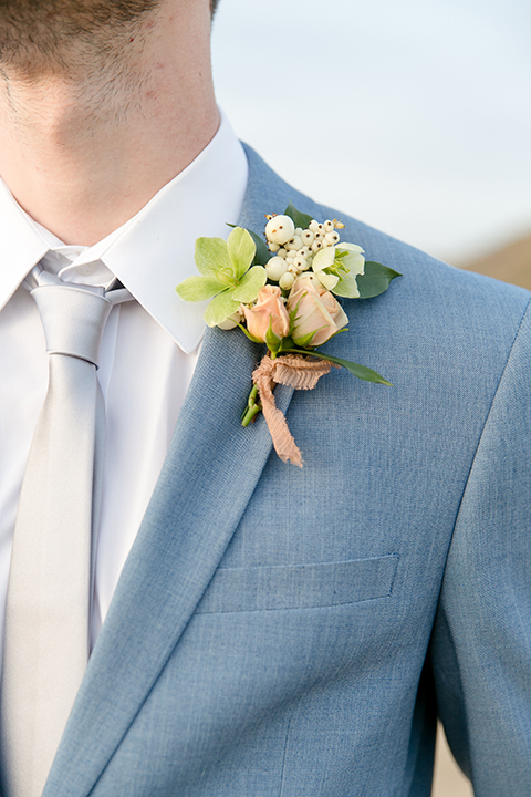 Sweet-oaks-ranch-outdoor-wedding-shoot-groom-blue-suit-boutonniere