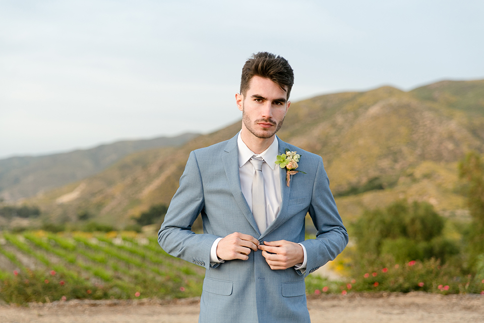 Sweet-oaks-ranch-outdoor-wedding-shoot-groom-blue-suit-close-up