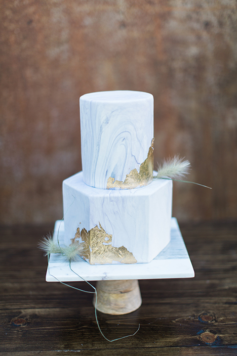 Temecula-outdoor-wedding-cake