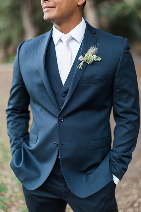 Temecula-outdoor-wedding-groom-blue-suit-close-up