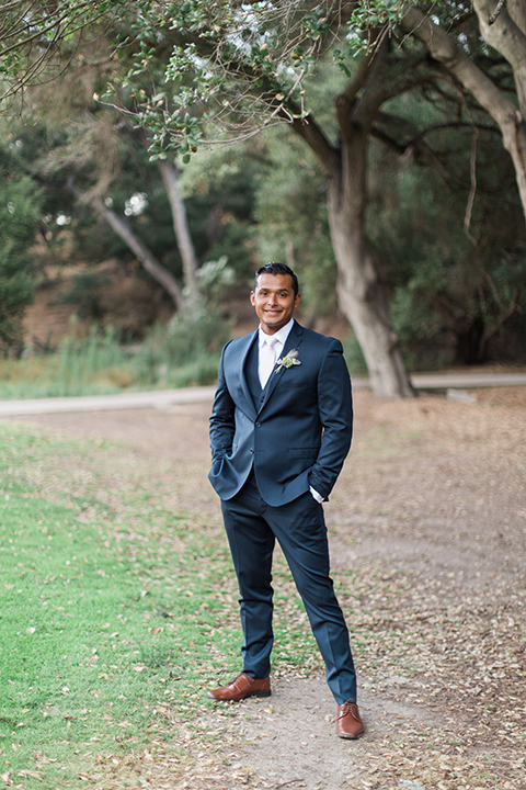Temecula-outdoor-wedding-groom-blue-suit