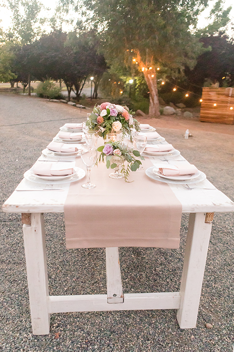Temecula-outdoor-wedding-at-tres-lagos-table-set-up