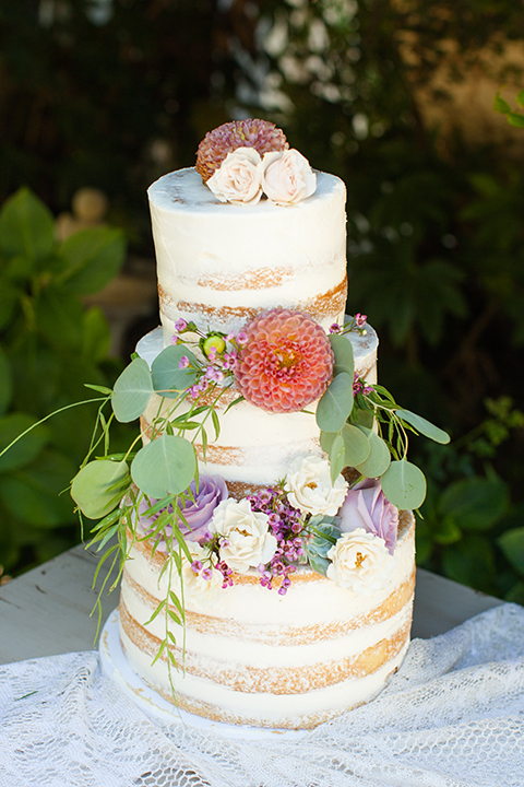 Temecula-outdoor-wedding-at-tres-lagos-wedding-cake