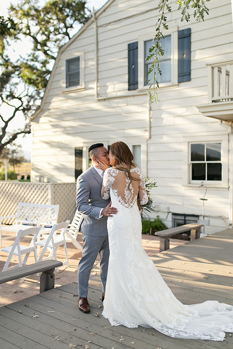 Northern-california-wedding-shoot-at-fitz-place-bride-and-groom-first-look-kissing