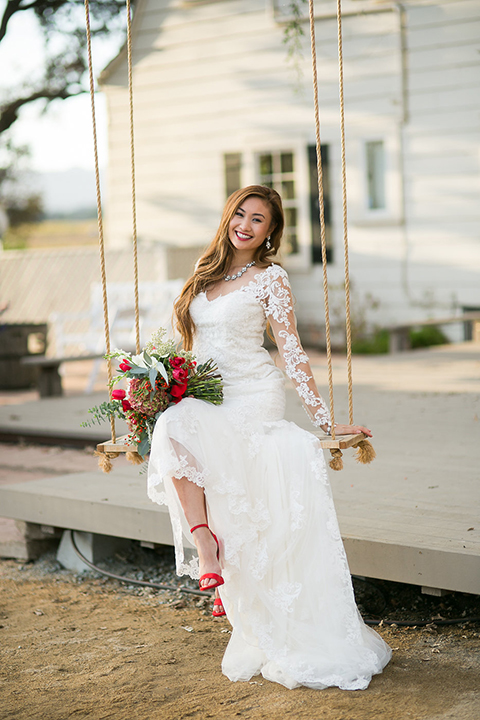Northern-california-wedding-shoot-at-fitz-place-bride-holding-bouquet-on-swing