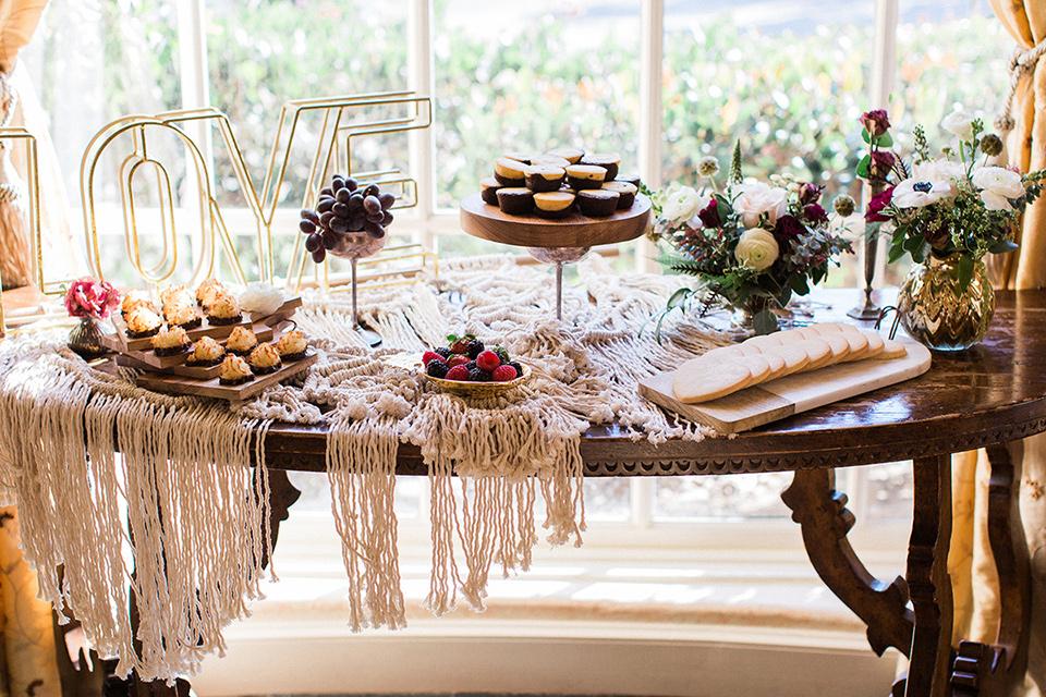 Huntington-bay-club-wedding-food-table