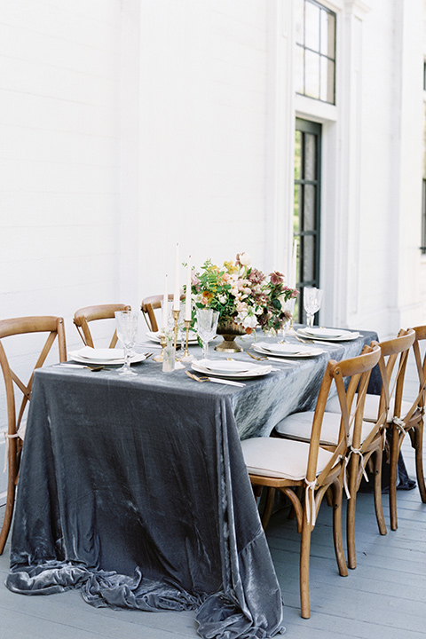 Taylor-Grady-House-shoot-table-decor-set-up-wooden-chairs-with-a-dusty-blue-velvet-table-linnen-and-simple-white-décor