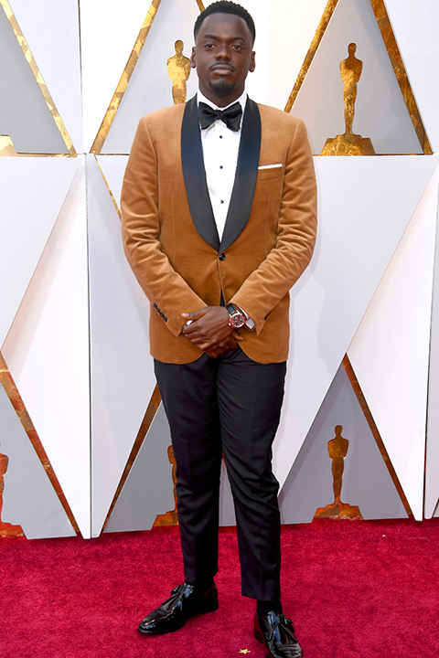 2018-academy-awards-daniel-kaluuya-mustard-velvet-coat-with-black-pants