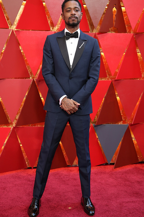 2018-academy-awards-lakeith-stanfield-navy-tuxedo-with-black-peak-lapel