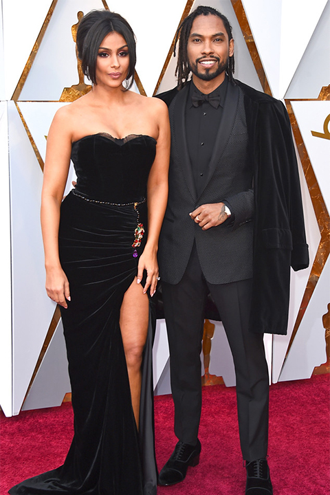 2018-academy-awards-miguel-black-tuxedo-with-velvet-coat