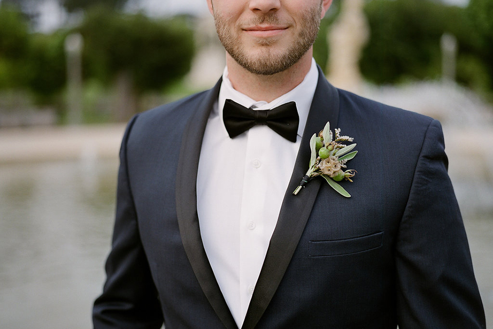 San-francisco-wedding-shoot-at-the-golden-gate-park-groom-navy-tuxedo-close-up