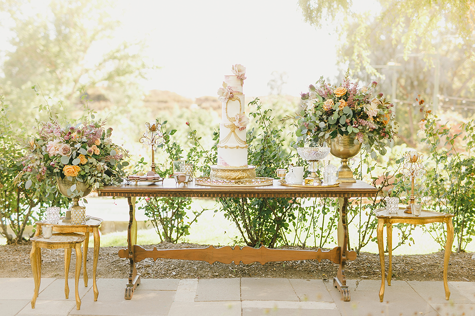 Temecula-outdoor-romantic-wedding-at-humphreys-estate-wedding-cake