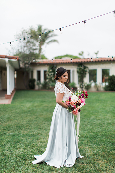 San-diego-outdoor-wedding-at-the-inn-at-rancho-santa-fe-bride-holding-bouquet