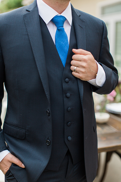 San-diego-outdoor-wedding-at-the-inn-at-rancho-santa-fe-groom-navy-suit-close-up-tie