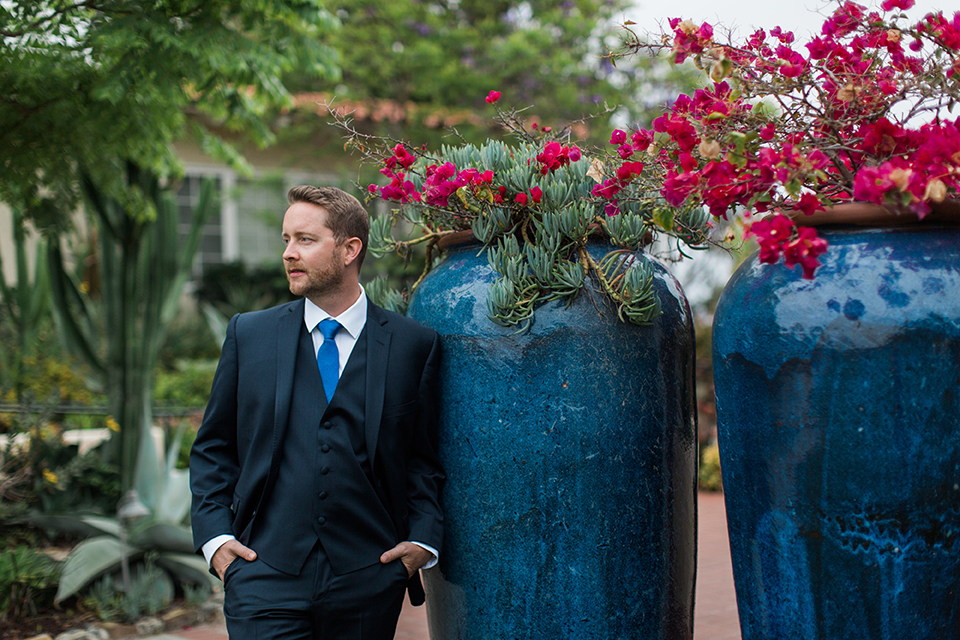 San-diego-outdoor-wedding-at-the-inn-at-rancho-santa-fe-groom-navy-suit-close-up