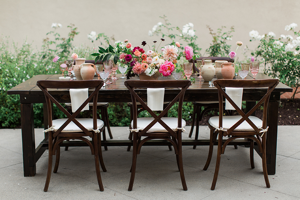 San-diego-outdoor-wedding-at-the-inn-at-rancho-santa-fe-table-set-up