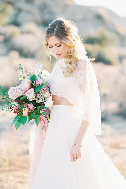Joshua-tree-wedding-shoot-at-the-ruin-venue-bride-holding-bouquet-close-up