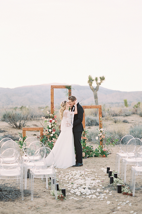 Joshua-tree-wedding-shoot-at-the-ruin-venue-ceremony-bride-and-groom-kissing