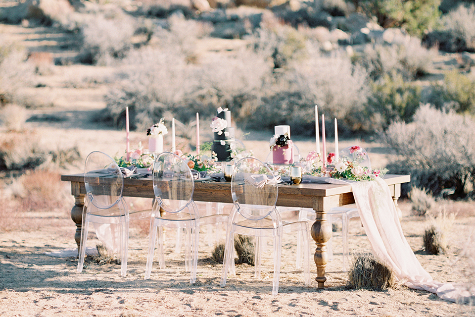 Joshua-tree-wedding-shoot-at-the-ruin-venue-table-set-up-with-chairs