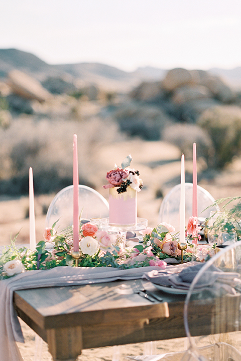 Joshua-tree-wedding-shoot-at-the-ruin-venue-table-set-up-with-flowers-and-candle-decor