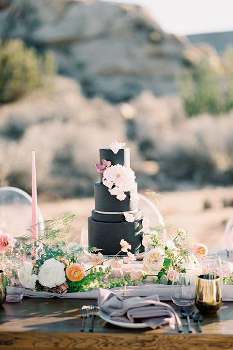 Joshua-tree-wedding-shoot-at-the-ruin-venue-wedding-cake