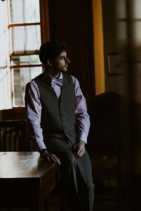 la-dolce-vita-shoot-groom-alone-groom-in-grey-pants-and-a-grey-vest