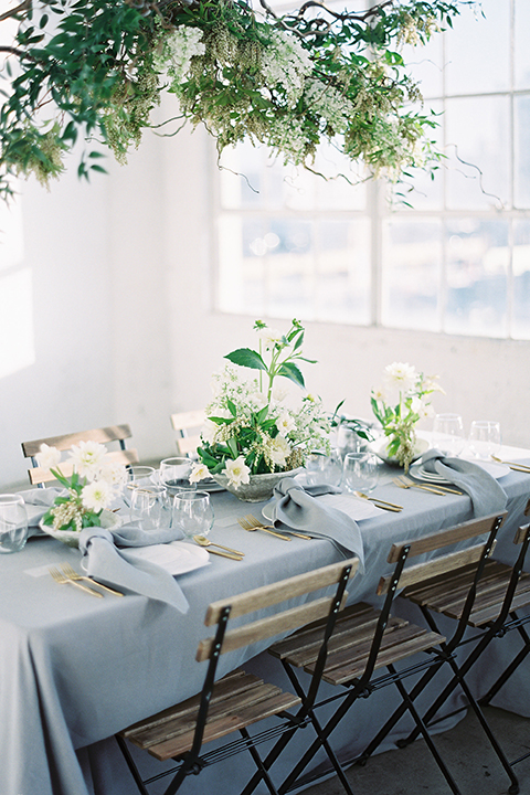 Los-angeles-modern-wedding-at-fd-photo-studio-table-set-up-with-chairs
