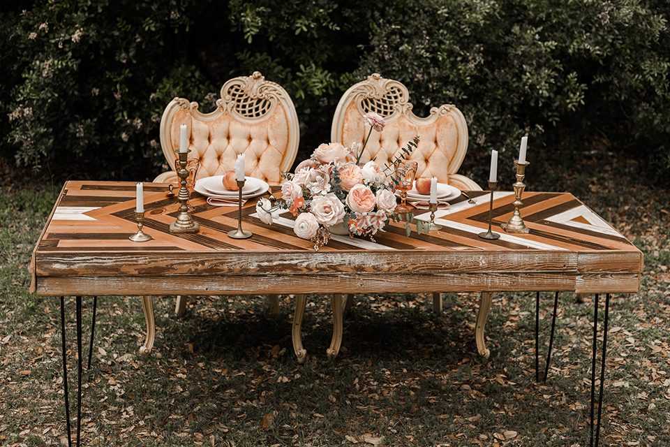 Texas-peaches-and-cream-wedding-shoot-at-carola-horse-ranch-table-set-up-sweetheart-table
