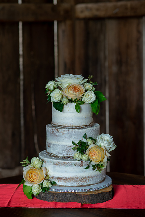 temperino-ranch-wedding-cake