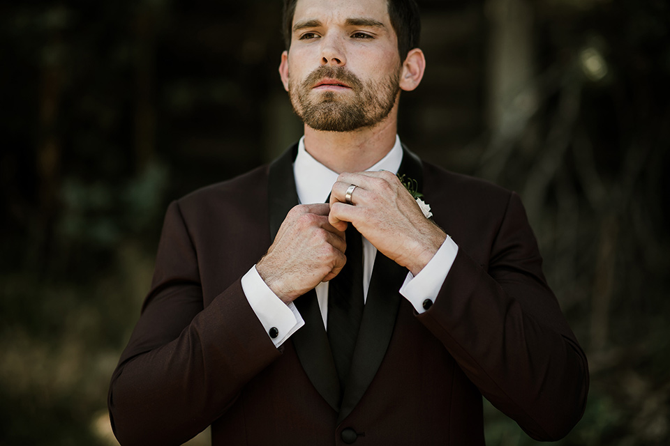 saddle-peak-close-up-on-groom-groom-in-a-burgundy-tuxedo-with-a-long-tie