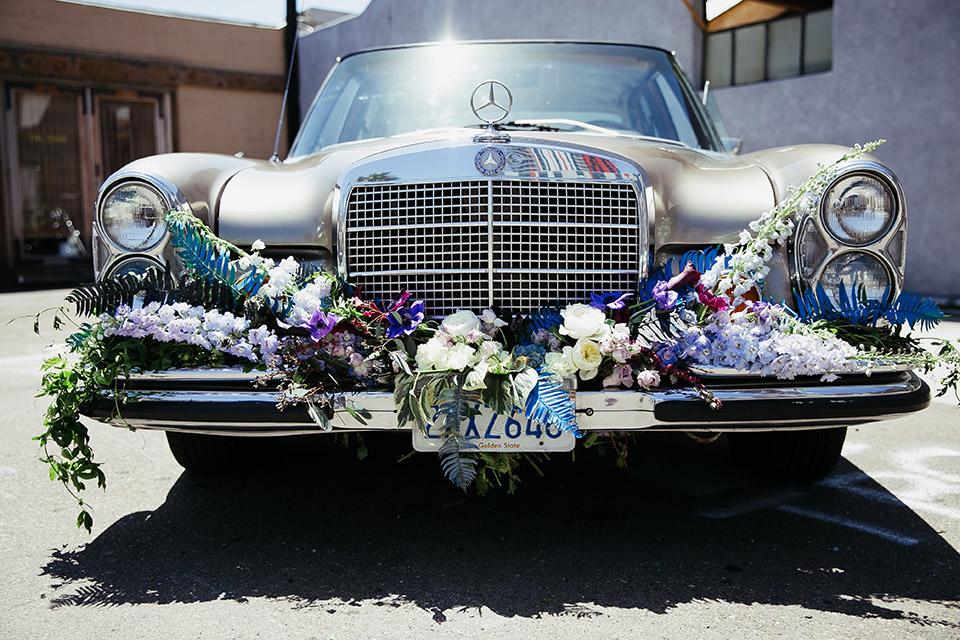 Sandbox-styled-shoot-close-up-on-floral-design-on-vintage-car