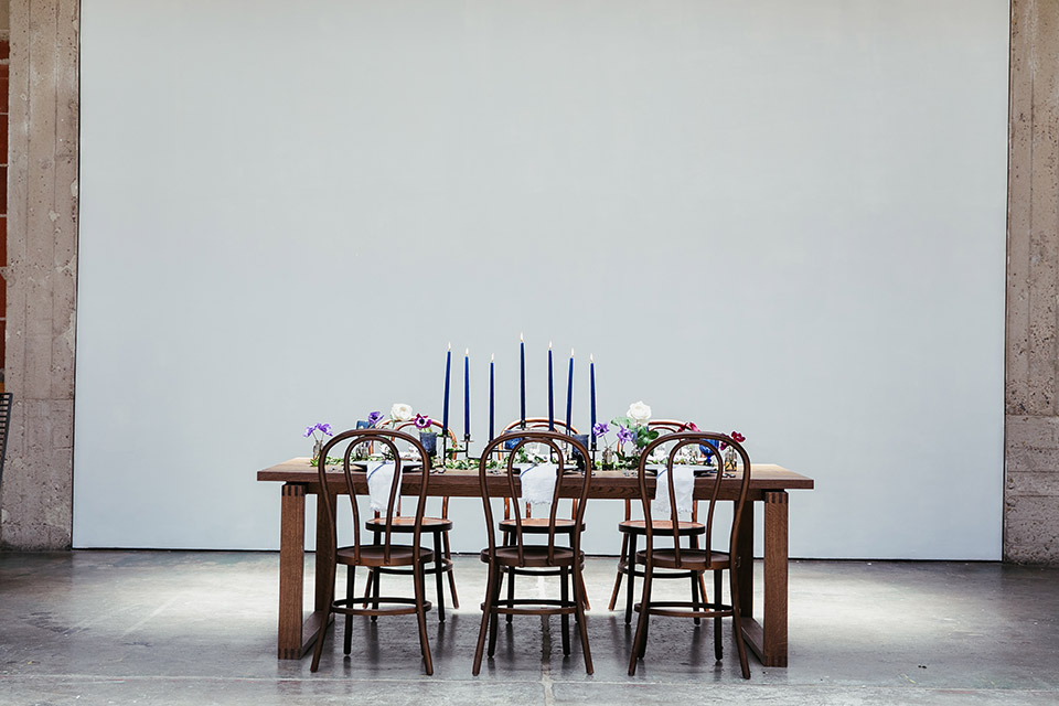 Sandbox-styled-shoot-full-view-of-table-and-chairs
