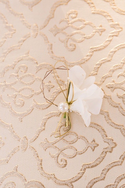 san-diego-styled-shoot-simple-white-boutionniere