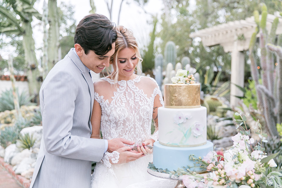 Sherman-library-and-gardens-bride-and-groom-laughing-with-cake